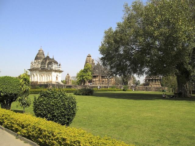 Kama-sutra-temples-Kajuraho