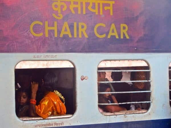Trem indiano lotado