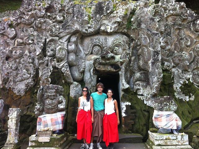 Templo-em-caverna-Ubud