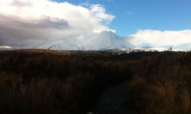Neve e vulcão em Tongariro, Nova Zelândia