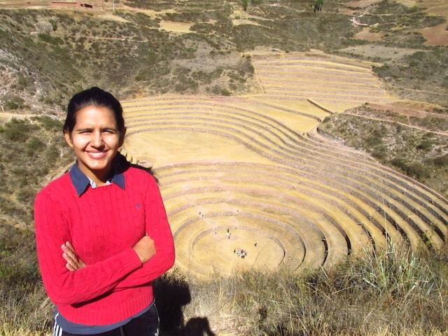Luiza no Vale Sagrado em Cuzco, Peru