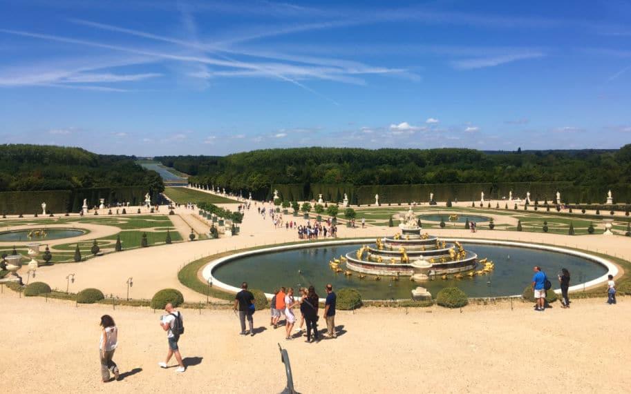Vista fonte da latona nos Jardins de Versalhes