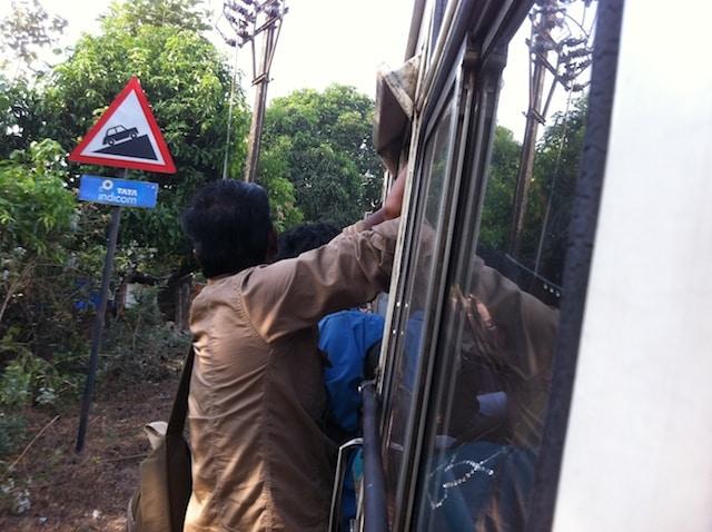 Pra fora do ônibus índia