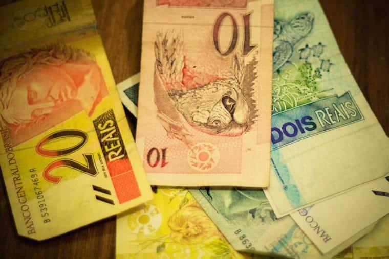 Notas de reais dinheiro
