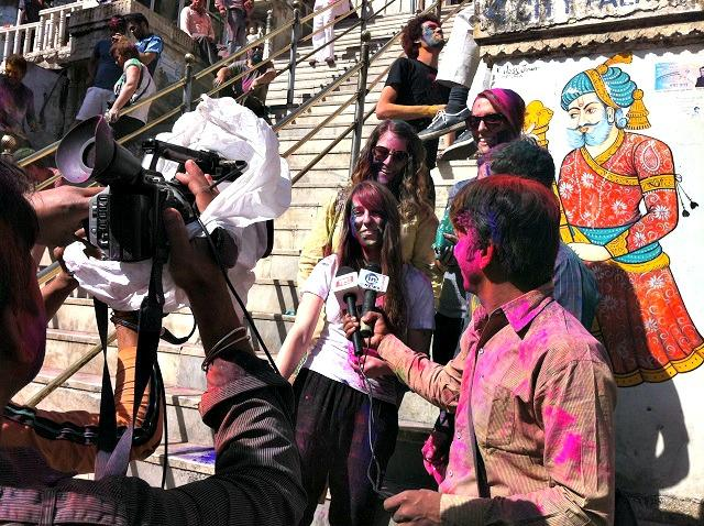 Repórter no Holi, Índia