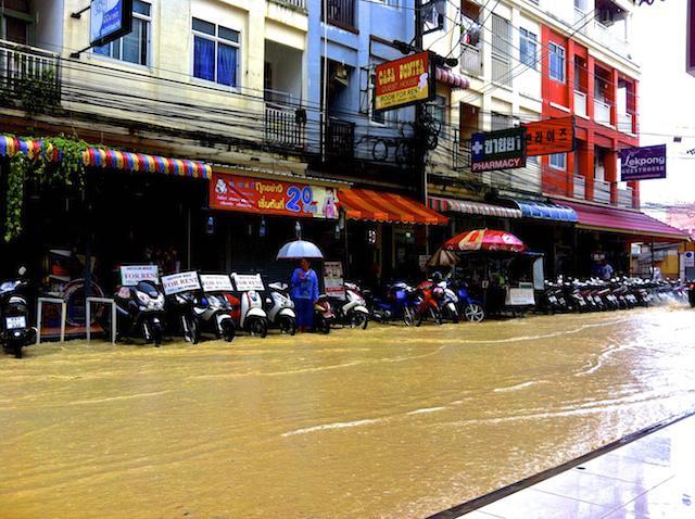 Chuva em Phuket - Tailândia