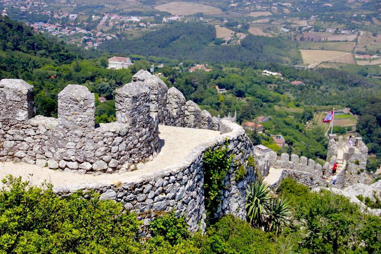 Vista do Castelo dos Mouros, em Sintra - Portugal