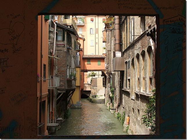 Janela de Bolonha, Itália
