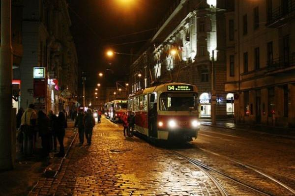 Prague_night_tram