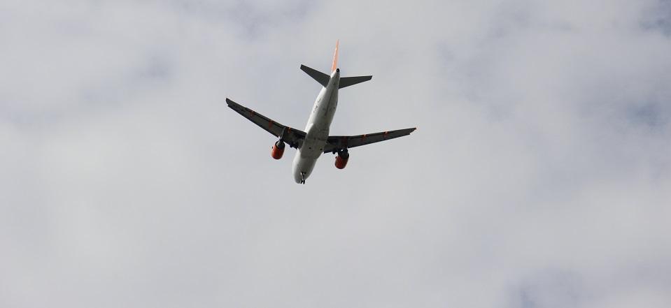 Avião voo