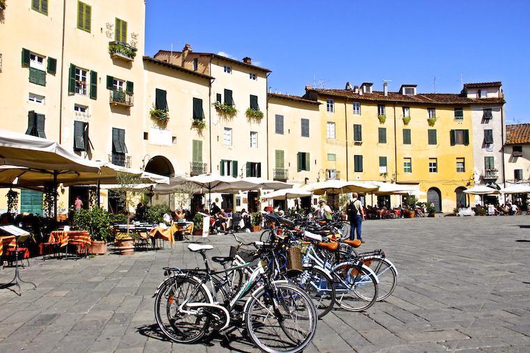 Piazza Anfiteatro - Lucca