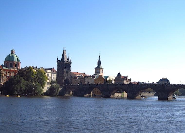 praga república Tcheca rio e ponte