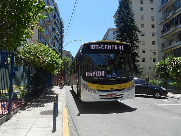Ônibus_em_Laranjeiras