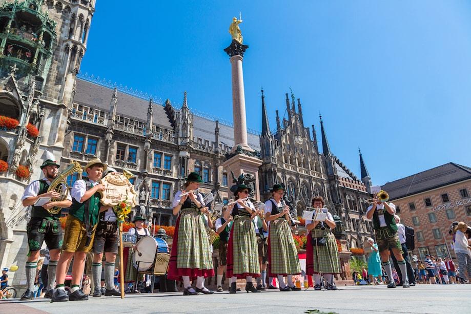 Roupas tradicionais da Bavária em Munique