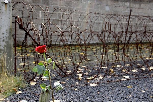 Cerca no campo de concentração em Berlim