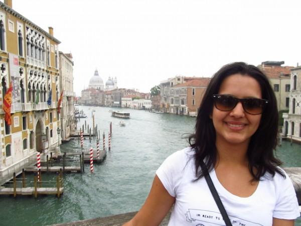 mulher viajar sozinha itália