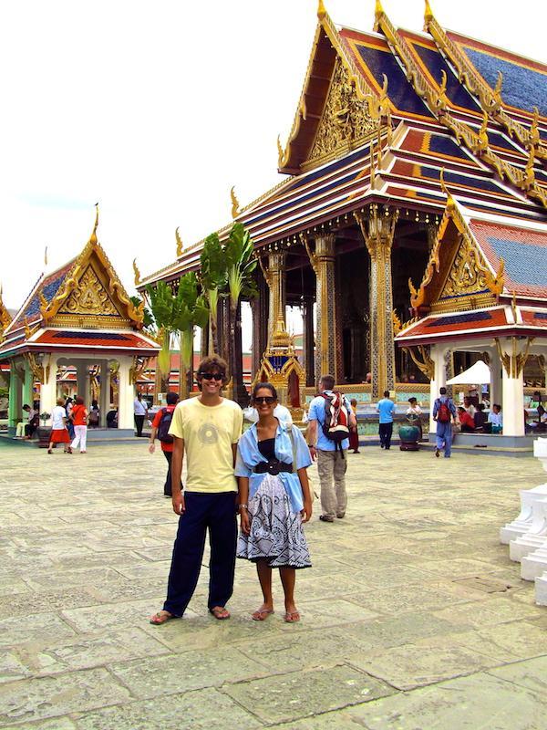 Roupas emprestadas no Grande Palácio Real de Bangkok