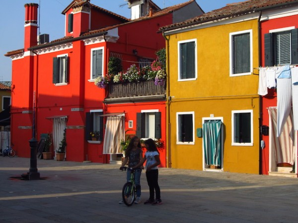 ilhas de veneza burano rua