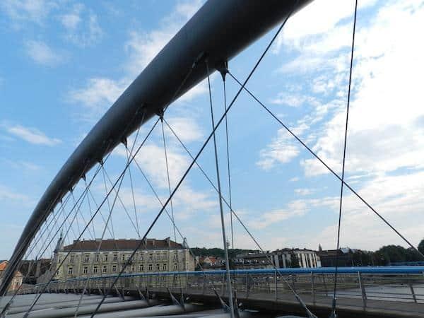 Ponte que liga o bairro judeu na Cracóvia