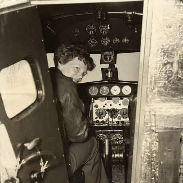 Amelia_Earhart_1936