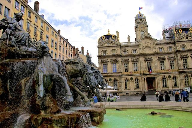 Praça Bellecour, em Lyon - França