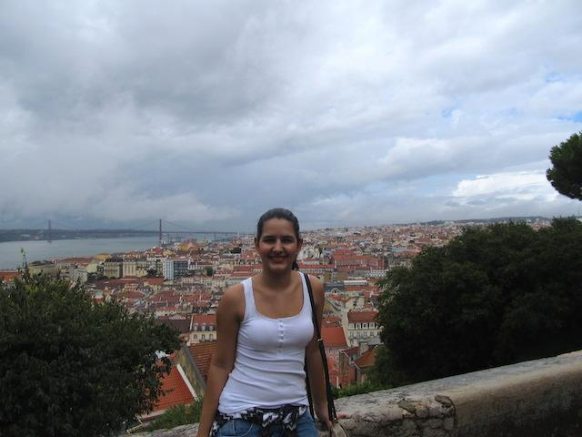 Luíza e a vista Castelo de São Jorge Lisboa