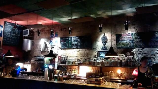 Um dos bares do Szimpla pub ruína