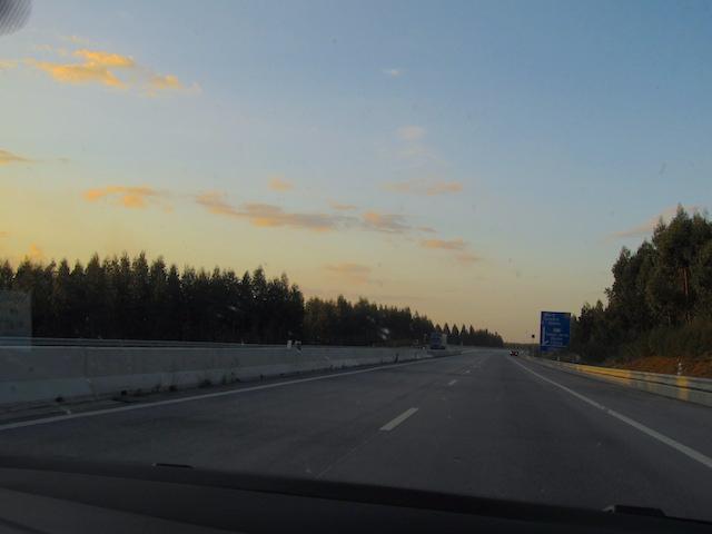 Estrada como alugar carro em portugal