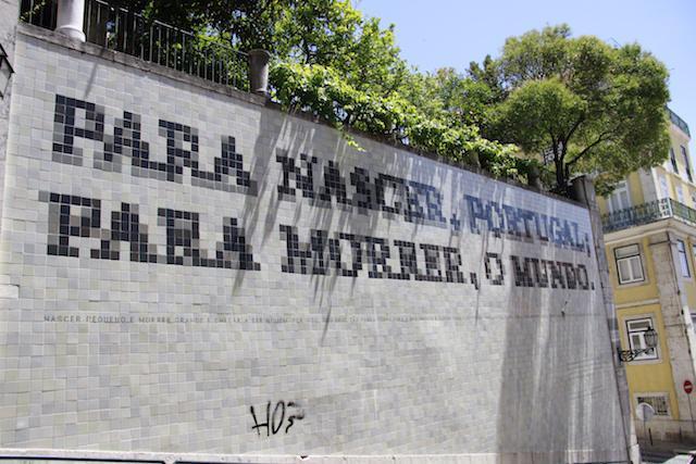 Painel de azulejo nas ruas de Lisboa - Portugal