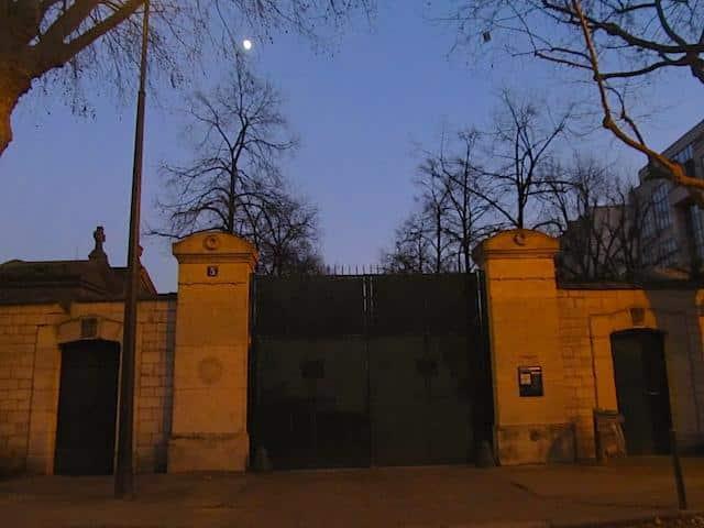 cemitério a noite
