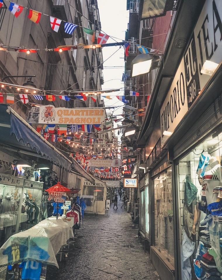 bairro espanhol roteiro em napoles italia