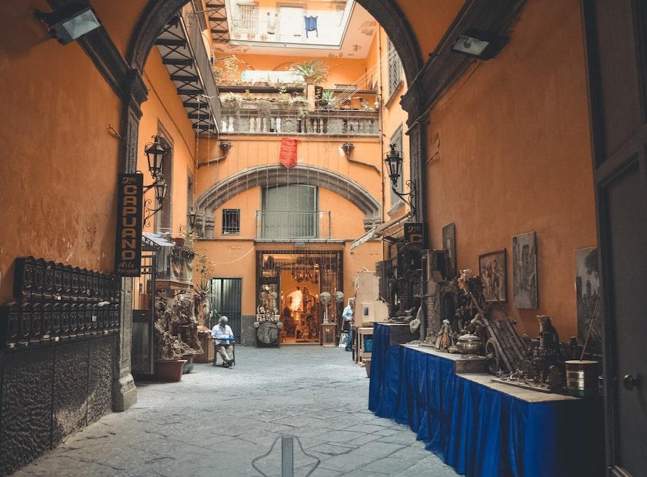 centro historico de napoles italia