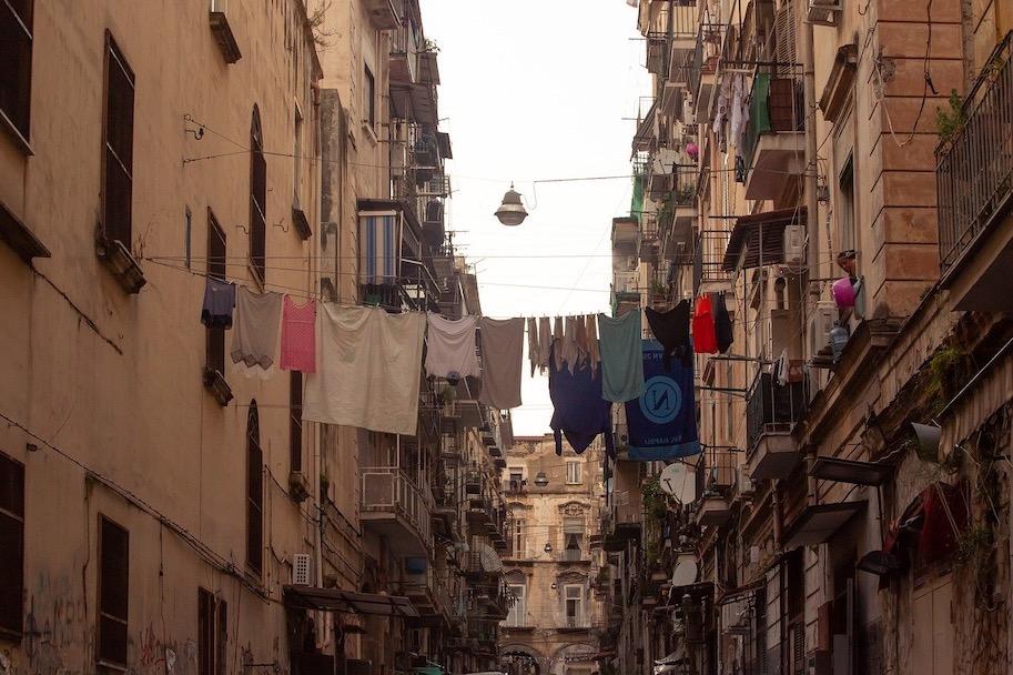 seguranca e cuidados em napoles italia