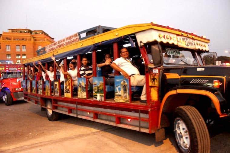 Passeio em Chiva Bus, Cartagena