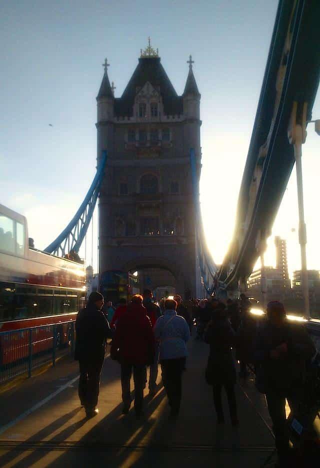Tower Bridge Londres contraluz