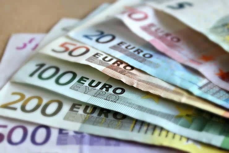 notas de euro - orçamento de viagem