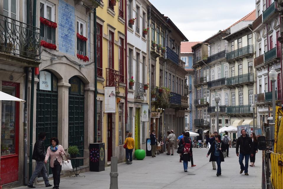 http://www.360meridianos.com/2014/08/estudar-em-portugal-o-que-voce-precisa-saber.html