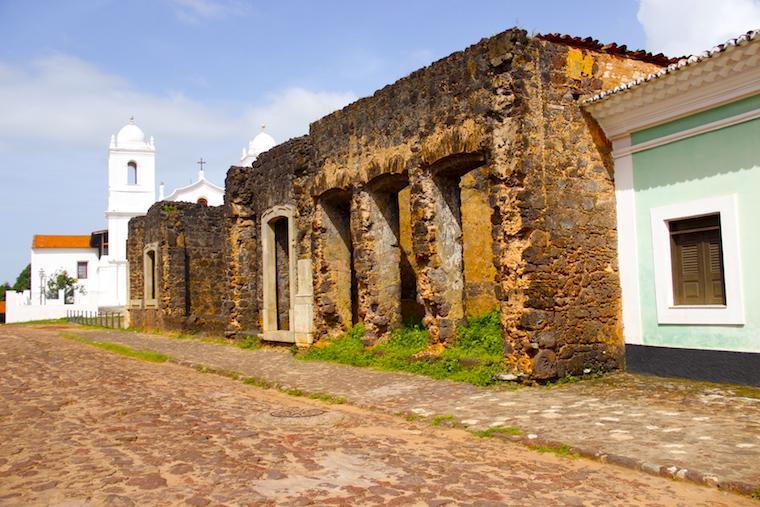 Ruínas em Alcântara, bate-volta de São Luís