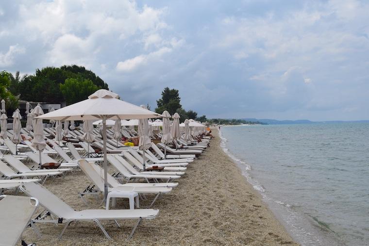 Praia em Pefkchori Halkidiki Grecia