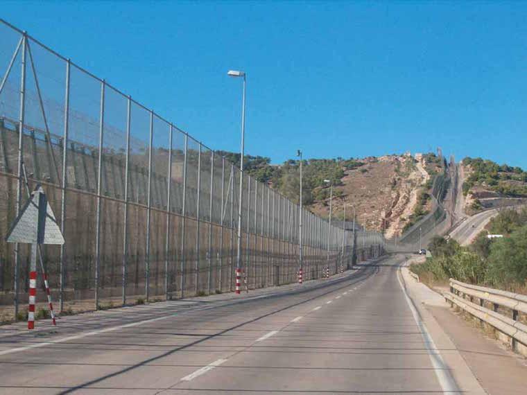 Cerca Ceuta e Melila - Espanha e Marrocos