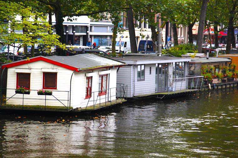 House boats nos canais de Amsterdam