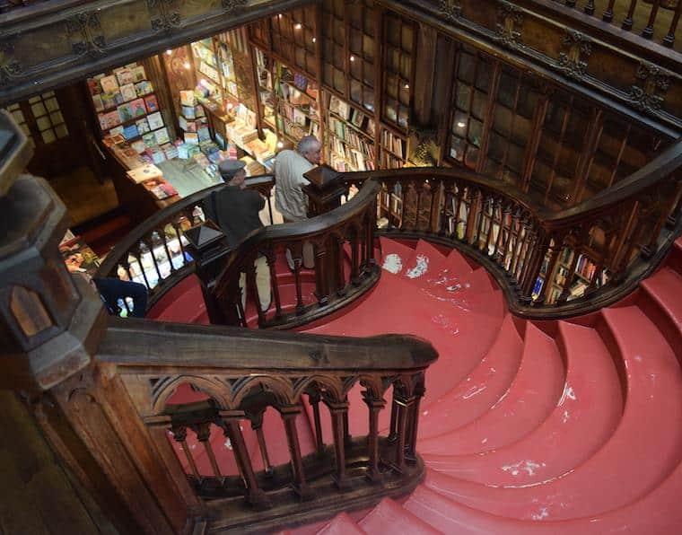 livraria lello e irmao escadaria