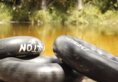 Passeio de boia pelo rio Formiga, em Barreirinhas