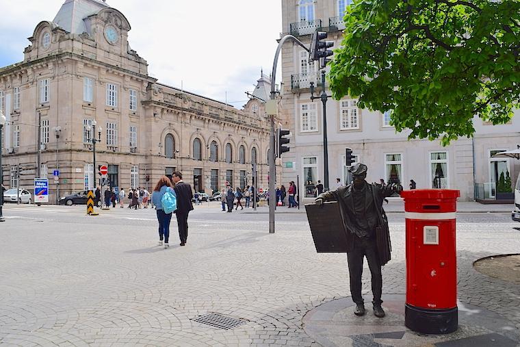 O que visitar no Porto estatua