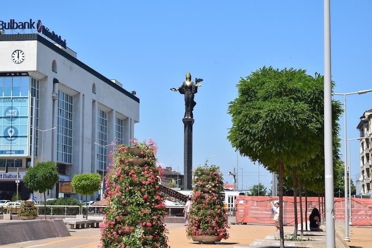 sofia bulgária estatua santa sofia