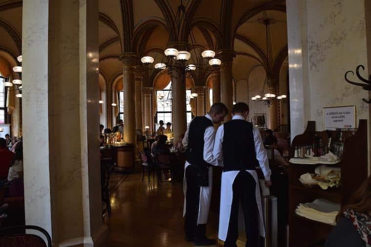 Cafe central viena austria garcons