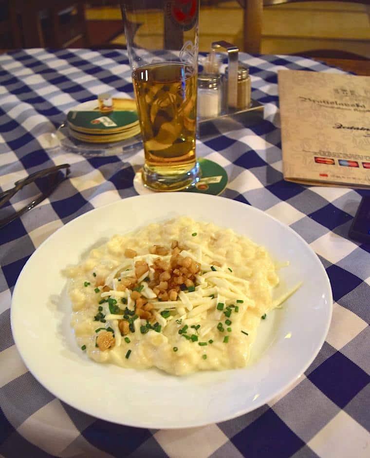 turismo eslováquia comida restaurante em bratislava