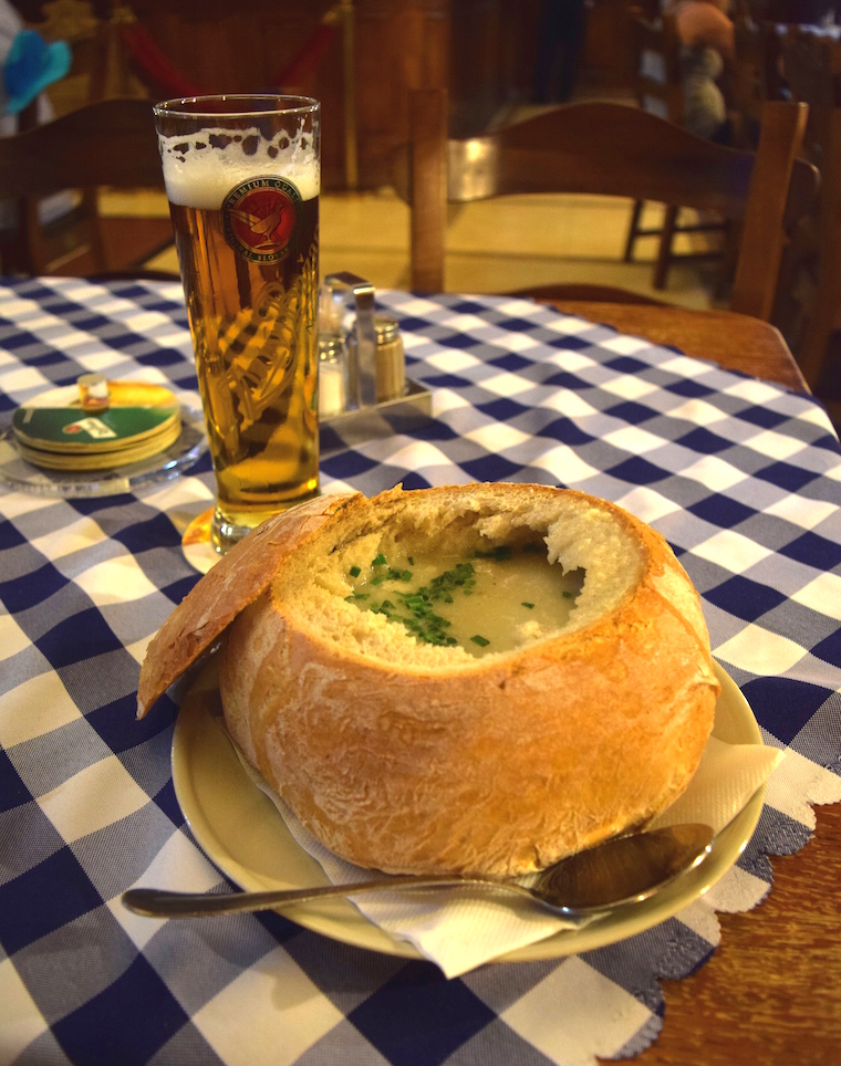 turismo na eslováquia comer em bratislava sopa de alho