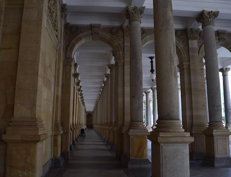 turismo karlovy vary república Tcheca colunas