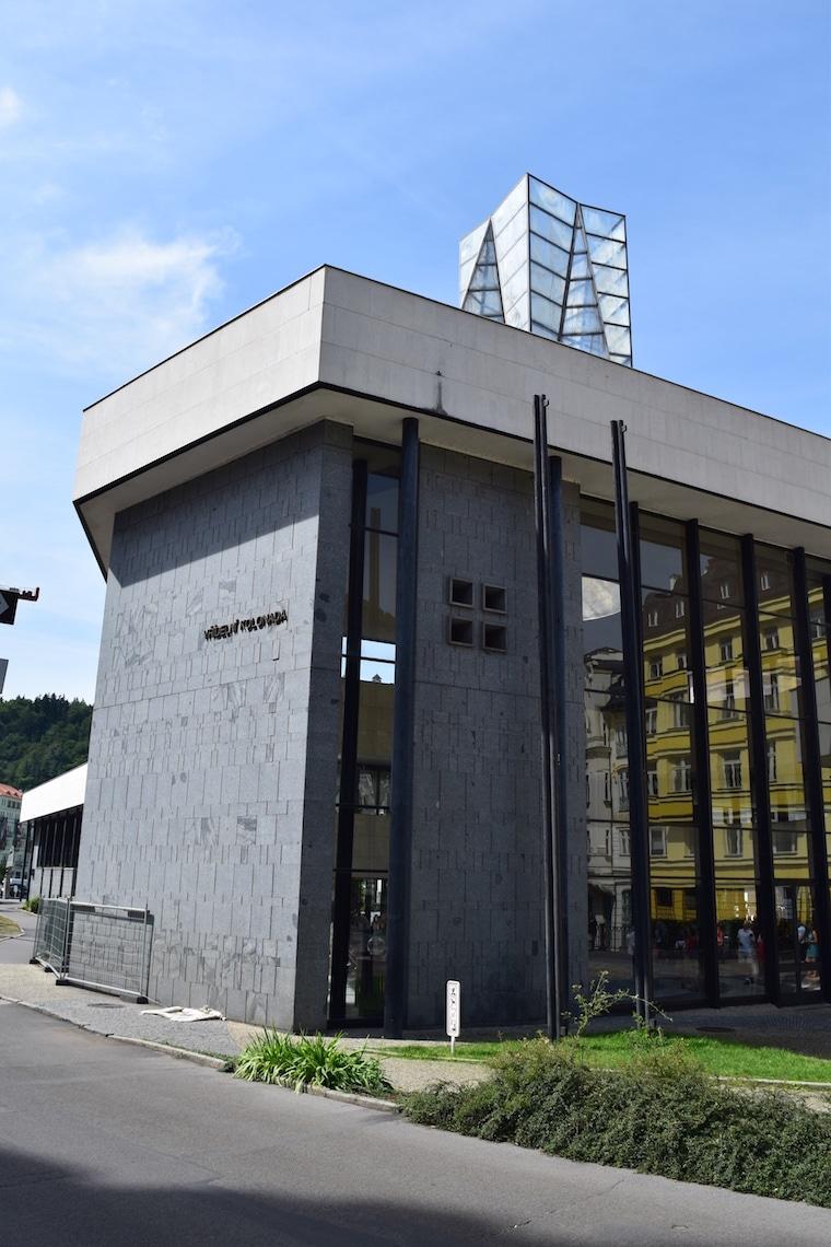 turismo karlovy vary república Tcheca colunata futurista